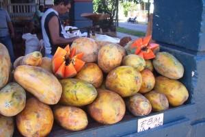 Вкусна папая на пазар във Vedado